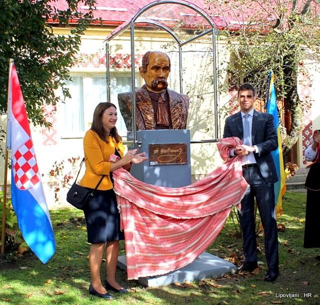 """U dvorištu KPD """"Karpati"""" Lipovljani podignut je spomenik ukrajinskom  pjesniku Tarasu Grigoroviču Ševčenku"""