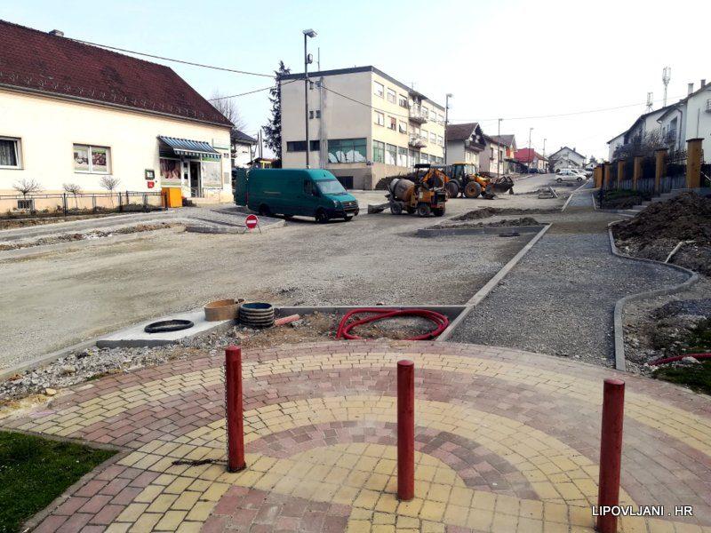 Ministarstvo regionalnog razvoja i fondova Europske unije sufinanciralo prvu fazu rekonstrukcije Trga sv. Josipa i Trga hrv. branitelja u Lipovljanima, iznosom od 500.000,00 kn