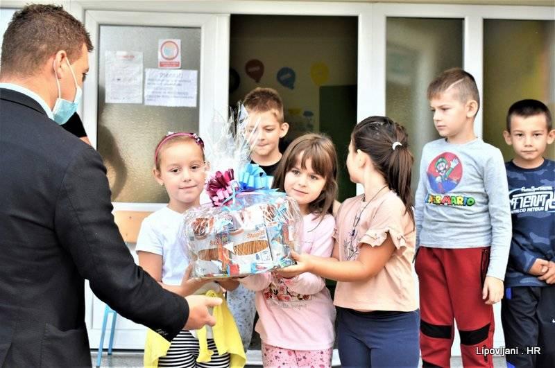 Učenike u Područnoj školi u Kraljevoj Velikoj obišao načelnik Nikola Horvat