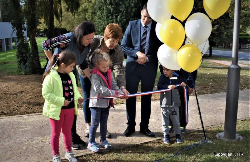 Svečano je otvoreno obnovljeno i prošireno dječje igralište u centru Lipovljana